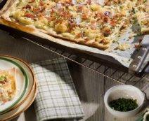 Flammkuchen mit Sauerkraut und Speck