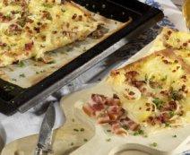Flammkuchen mit Kartoffeln und Speck