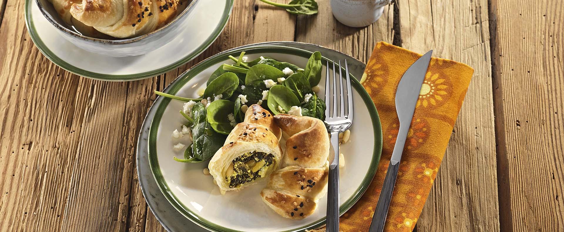Pikante Kipferl mit Spinat und Feta