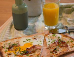 Flammkuchen mit Frühstücksspeck