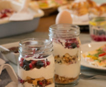 Frucht-Joghurt mit Mürbteigcrumble
