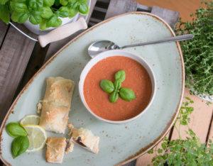 Gazpacho mit Olivenstangerl