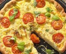 Pizzawähe mit Lauch, Käse und Tomaten