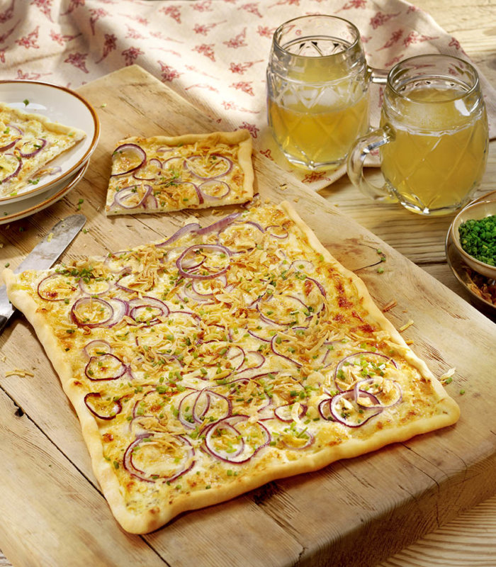 Rezept Hüttenflammkuchen mit Bergkäse und Röstzwiebeln Tante Fanny