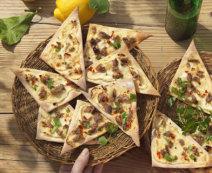 Zitronenflammkuchen mit Sardellen