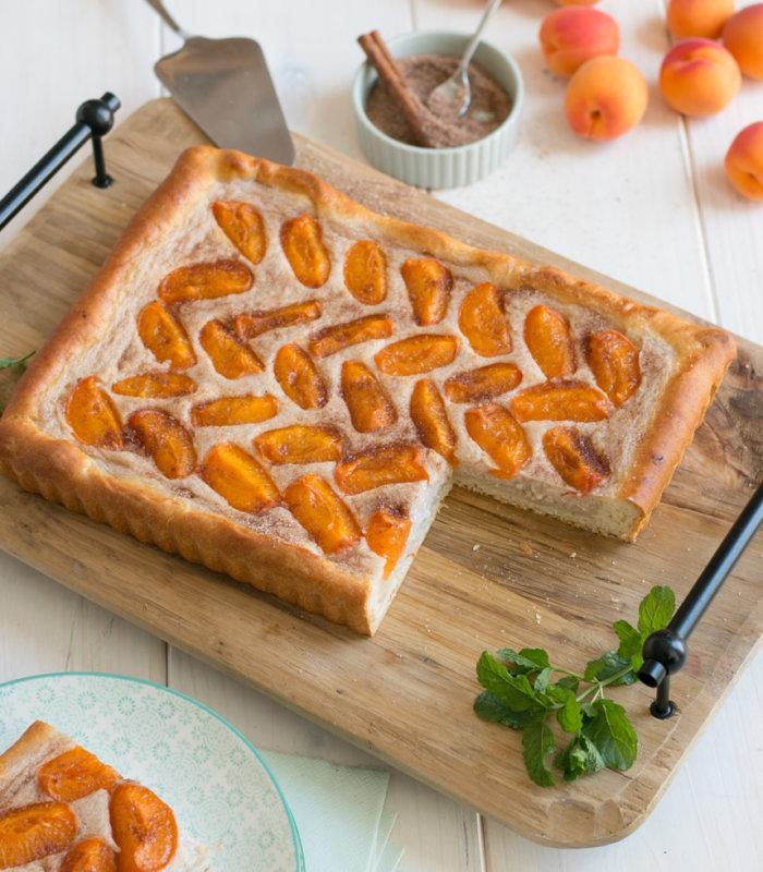 Grieß-Marillenkuchen Hefeteig