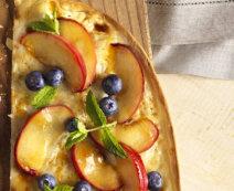 Flammkuchen mit karamellisiertem Pfirsich