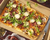 Flammkuchen mit Chorizo und Ziegenkäse