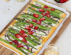 Pizza Bianca mit grünem Spargel