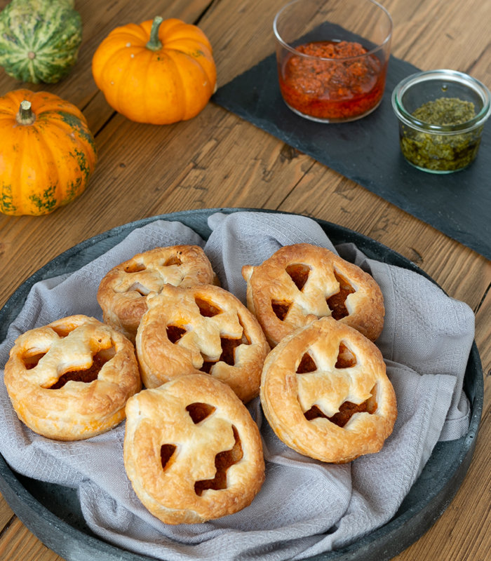 Halloween-Kürbisse aus Blätterteig