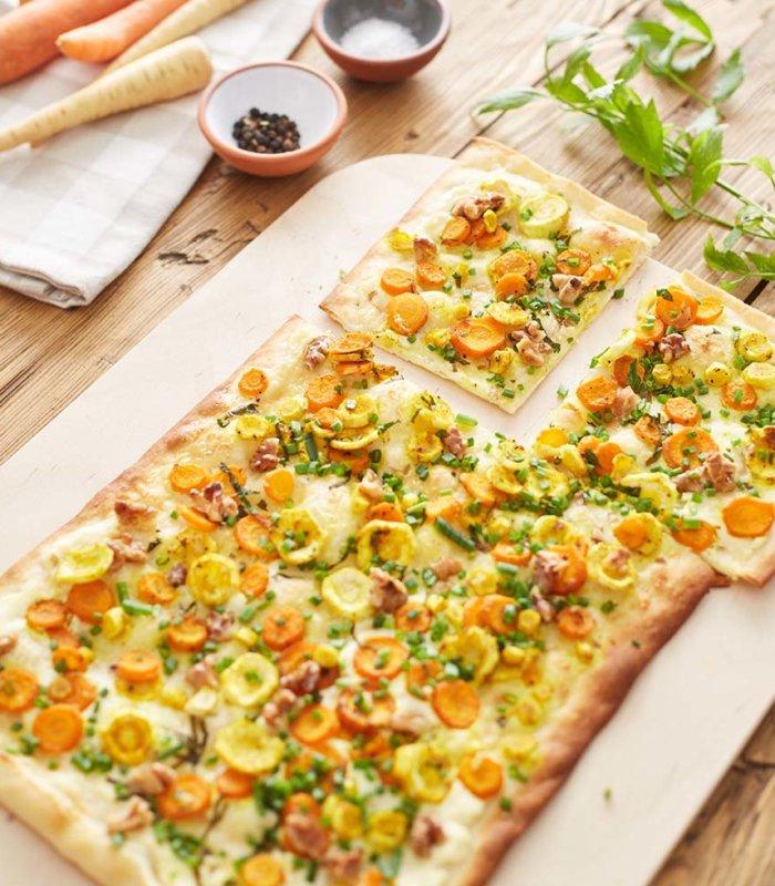 Rezept für Flammkuchen mit Pastinake und Karotte