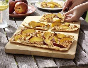 Flammkuchen mit Nektarinen & Amarettini