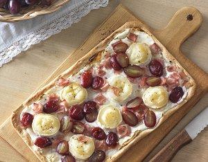 Flammkuchen mit Schinken & Weintrauben