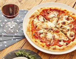 Salami-Mascarpone Pizza