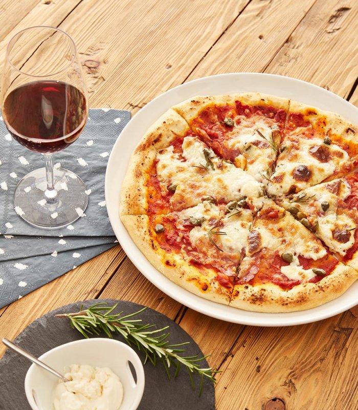 Salami-Mascarpone-Pizza