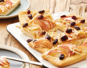 Apfel-Blechkuchen mit Cranberries